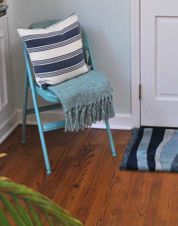 rug-throw-pillow