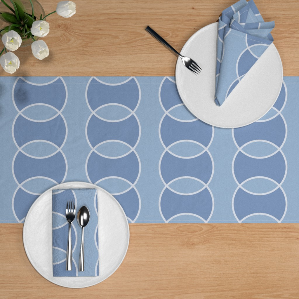 Bubbly table runner